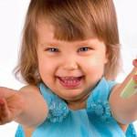 Как чистить зубы детям до двух лет