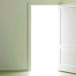Чем отмыть двери?