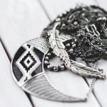 Почему темнеет (чернеет) серебро на теле?