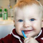 Чем мазать десна, когда режутся зубы?