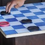 Как научить ребенка шашкам?