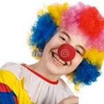 Ребенок постоянно кривляется и дурачится: что делать?